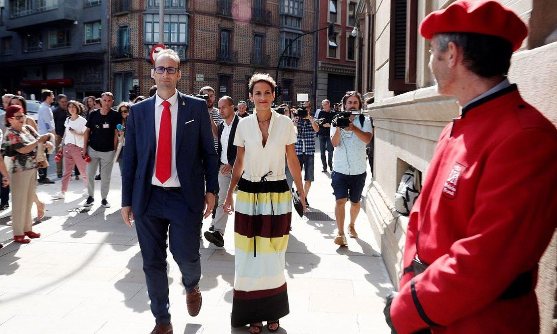 Maria Txibite, iazko abuztuaren 6an, parlamentura sartzear, kargua hartzeko ekitaldira. ©JESUS DIGES / EFE