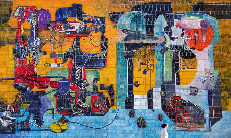 Mikel Laboa plazaren aurrean dago Zumetaren murala, Usurbil erdigunean; 11 metro zabal eta bedeatzi metro luze da. ©JAVIER ETXEZARRETA / EFE