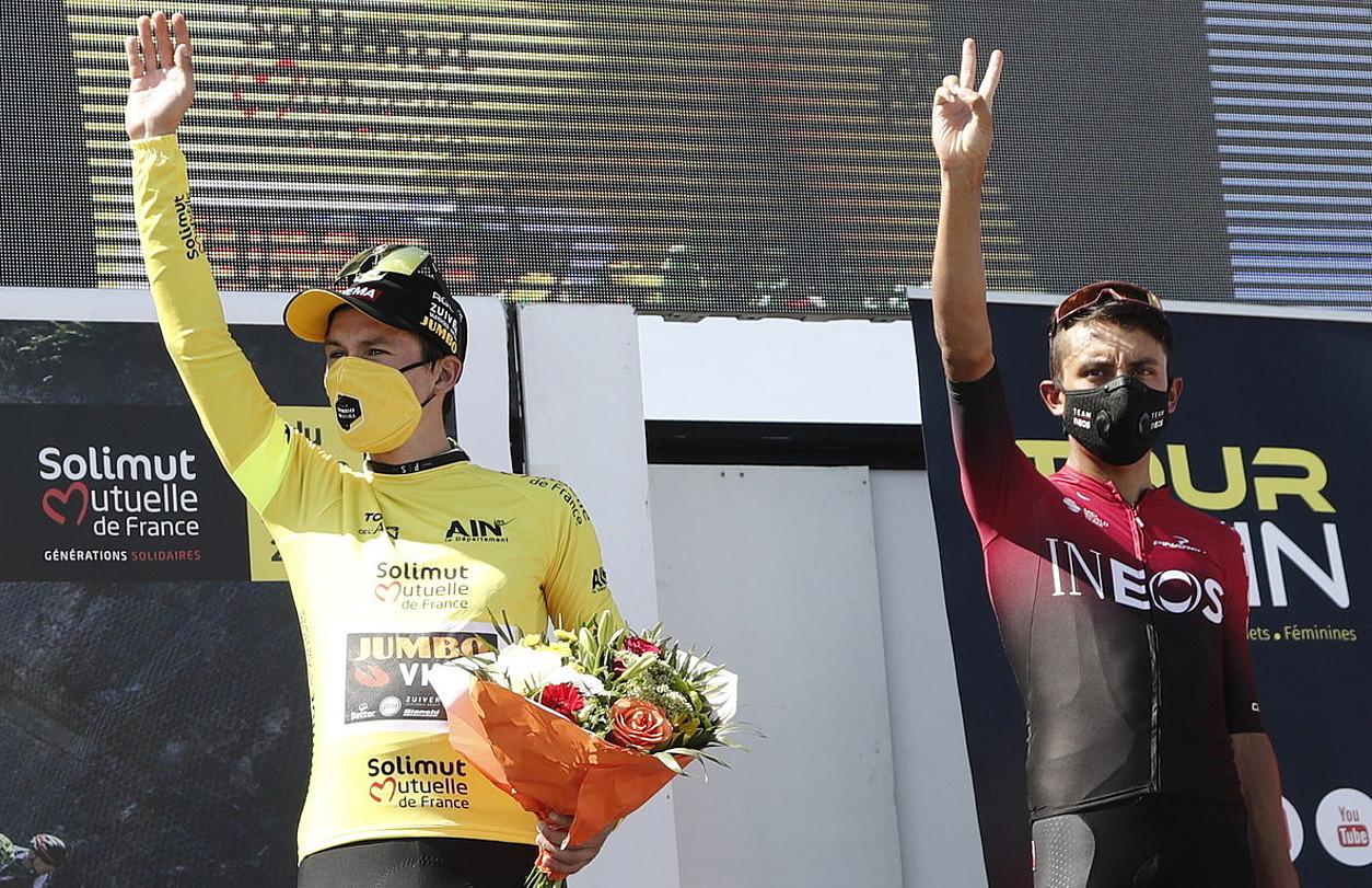 Primoz Roglic eta Egan Bernal, L'Aingo Itzuliko podiumean, joan den astean. ©GUILLAUME HORCAJUELO / EFE