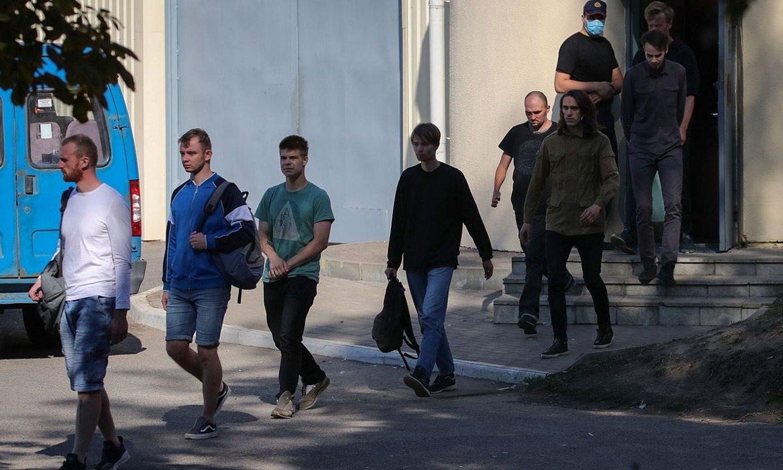 Atxilotuak libre ateratzen, herenegun, Minsken. ©TATYANA ZENKOVICH / EFE