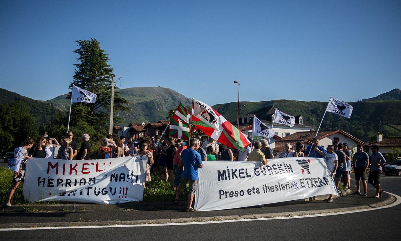 Ekainean Barriosen alde egindako mobilizazioa, Itsasun (Lapurdi). ©G. FAUVEAU
