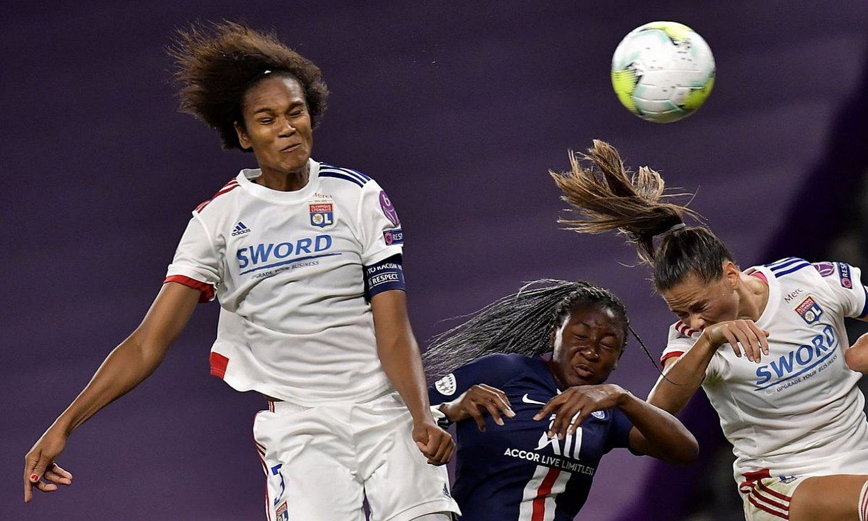 Wendie Renard atzoko gol bakarra sartzeko balio izan zuen jokaldian, San Mamesen. ©ALVARO BARRIENTOS / EFE