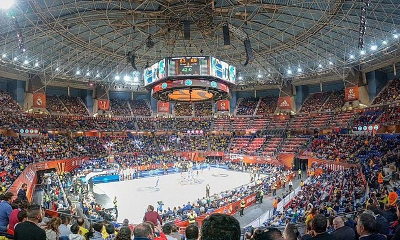 <b>Buesa Arena. </b>Baskoniaren pistan ia 16.000 ikusle sartzen dira gaur egun. ©BERRIA