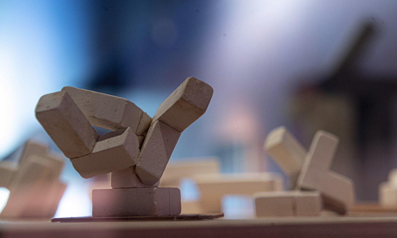 <em>Klarion Laborategia</em> serieko artelanetako bat, Altzuzako museoan. ©JAGOBA MANTEROLA / FOKU