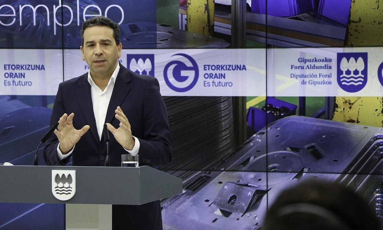 Imanol Lasa Ekonomia Sustapeneko diputatua, atzoko agerraldian. ©BERRIA
