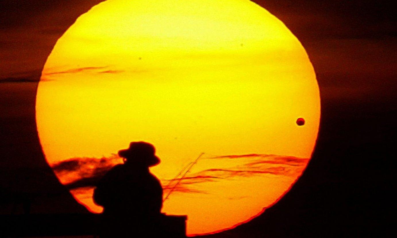 Artizarra Eguzkiaren aurretik igarotzean ©JIM TILLER / EFE