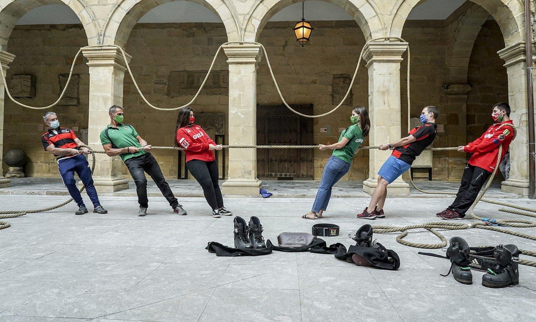Lur gaineko sokatiralariak Bilboko Euskal Museoan, atzo. ©MARISOL RAMIREZ / FOKU