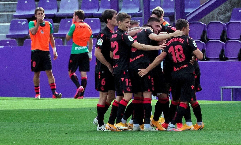 Realeko jokalariak, aurreko igandean, Roberto Lopezek Valladolidi sartutako gola ospatzen. ©R. GARCIA / EFE