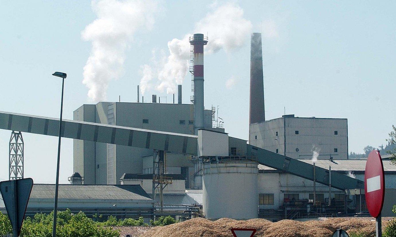 Iurretako paper fabrika, artxiboko irudi batean; herriotan kezka iturri izan da bertako kutsadura. ©JON HERNAEZ / FOKU