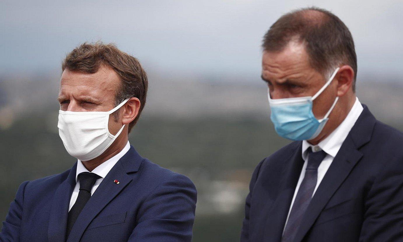 Macron Frantziako presidentea eta Simeoni Korsikakoa, uharteko Bonifaccio hirian, hilabetearen hasieran. ©I. LANGSON / EFE