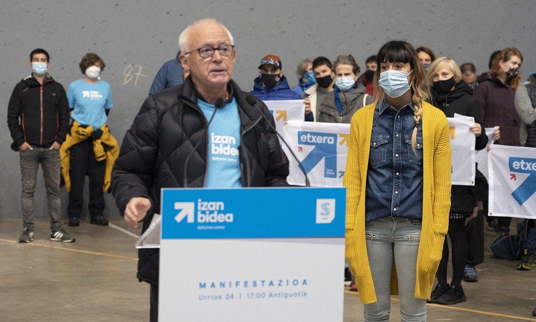 Joseba Azkarraga eta Bego Atxa, atzo, Donostiako ekitaldian. ©GORKA RUBIO / FOKU