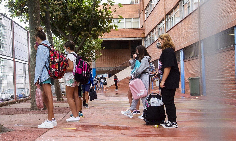 Eskolak, martxa hartu ezinda