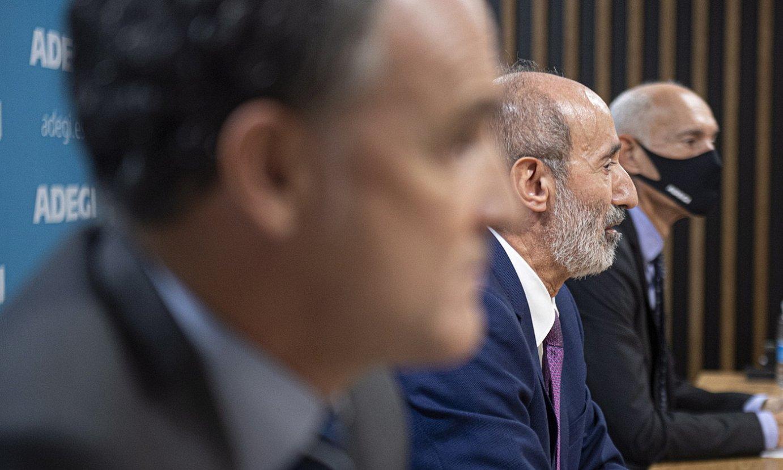 Adegiko Jose Miguel Aierza, Eduardo Junkera eta Patxi Sasigain, Donostian, atzo eginiko agerraldian. ©J. MANTEROLA / FOKU