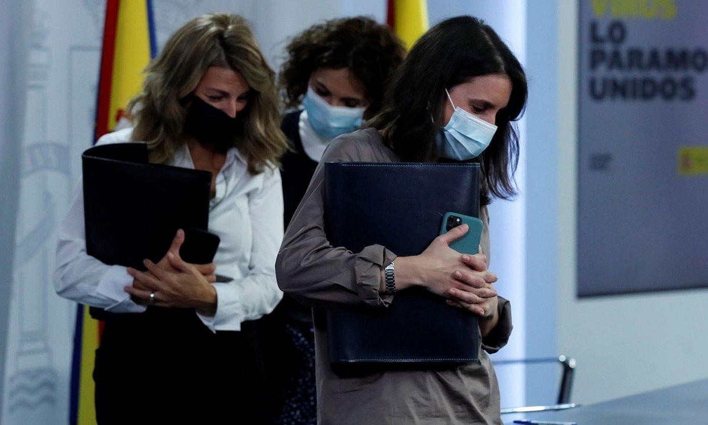 Espainiako Ogasun, Lan eta Berdintasun ministroak, Madrilen atzo eginiko agerraldian. ©JUAN CARLOS HIDALGO / EFE