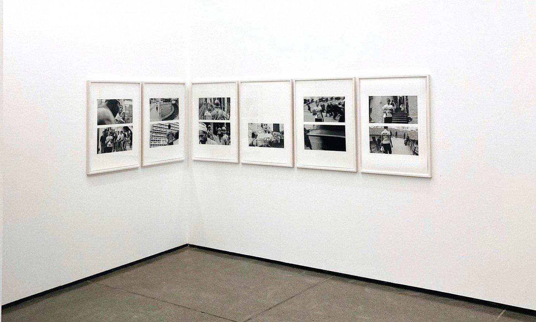 Dennis Adams artistaren zenbait artelan, Donostiako Altxerri galeriako <em>Remake</em> erakusketan. ©ALTXERRI GALERIA