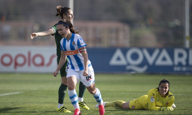 <b>Nahikari gol bat ospatzen, aurreko sasoian Espanyolen aurka jokatutako lehian.</b> ©JUAN CARLOS RUIZ / FOKU