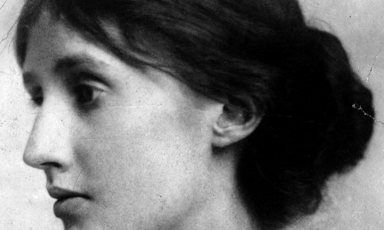 Virginia Woolf idazle ingelesa; jardun betean zegoen 1920. urterako, baina bide oparoago baten atarian oraindik. ©BERRIA