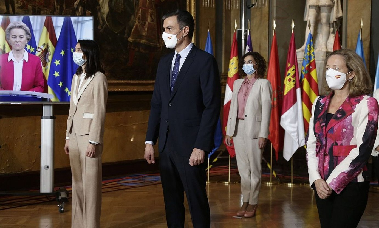 Ursula von der Leyen Europako Batzordeko presidentea —pantailan— , atzo Madrilen eginiko bileran. ©CHEMA MOYA / EFE