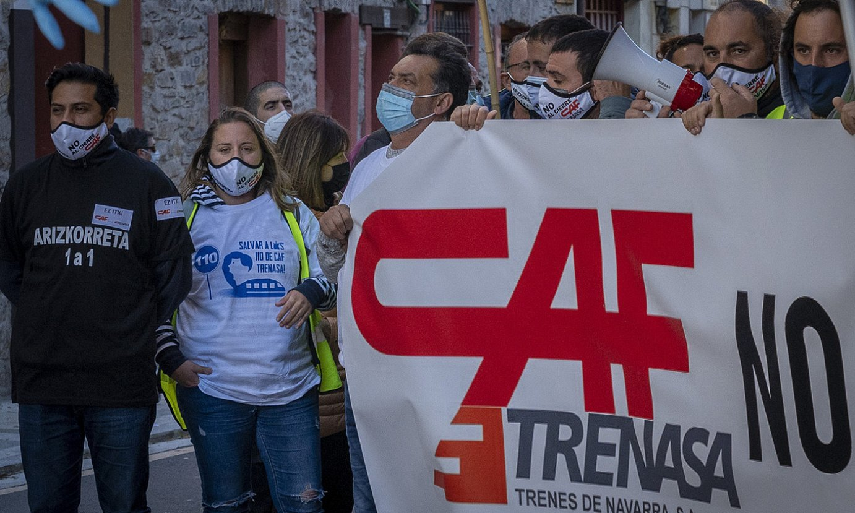 Trenasako langile batzuk, aurreko asteazkenean CAFen Beasaingo egoitzan eginiko protestan. ©JUAN CARLOS RUIZ / FOKU