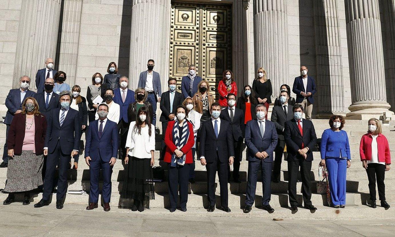 Toledoko Itunaren jarraipen batzordean parte hartu duten parlamentariak, atzo. ©J. J. GUILLEN / EFE