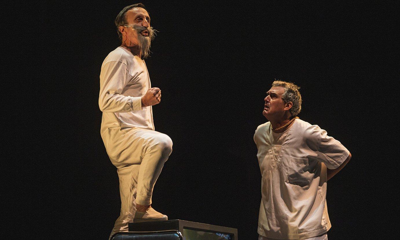 Mikel Martinez eta Patxo Telleria aktoreak, azaroan estreinatuko duten <em>Ez dok ero</em> antzezlanaren entseguko une batean. ©ARITZ LOIOLA / FOKU
