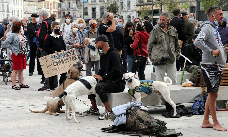 Etxegabeen kontrako neurriak salatzeko protesta, Baionako Herriko Etxe aitzinean. ©BOB EDME