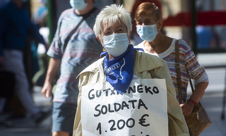 Pentsiodun bat 1.200 euroko gutxieneko soldata aldarrikatzen. ©L. J. /FOKU