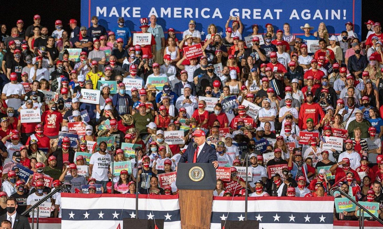 Donald Trump, atzo, Miamin, kanpainako azken ekitaldietako batean. / GIORGIO VIERA / EFE