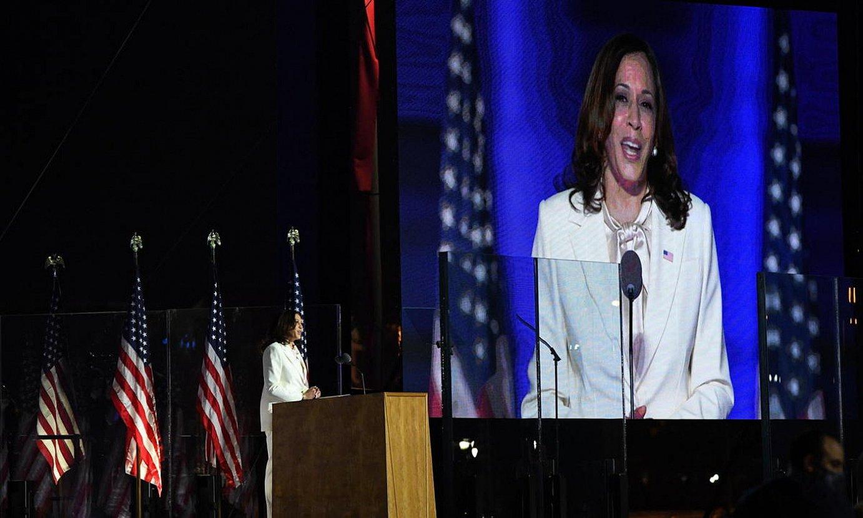 <b>Kamala Harris.</b> AEBetako lehenengo emakume presidenteordea, kanpaina ekitaldi batean. / ROBERT DEUTSCH / EFE