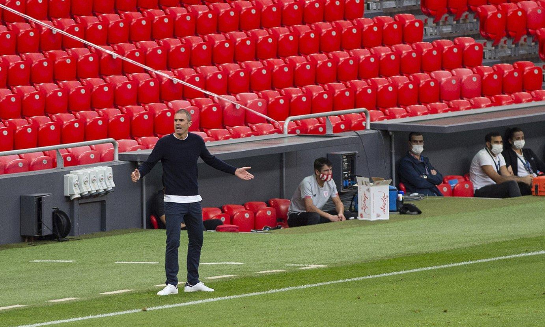 Gaizka Garitano, aginduak ematen, Athleticek San Mamesen Sevillaren aurka jokatutako norgehiagokan. ©MARISOL RAMIREZ / FOKU