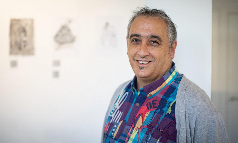 Asier Maia artista, Gasteizko ARTgia aretoan ikusgai jarri duen erakusketan. ©ENDIKA PORTILLO / FOKU