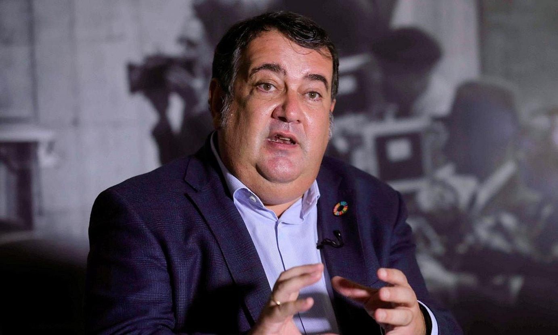 Ernesto Gasco, Eferen galderei erantzuten. ©ANGEL DIAZ / EFE