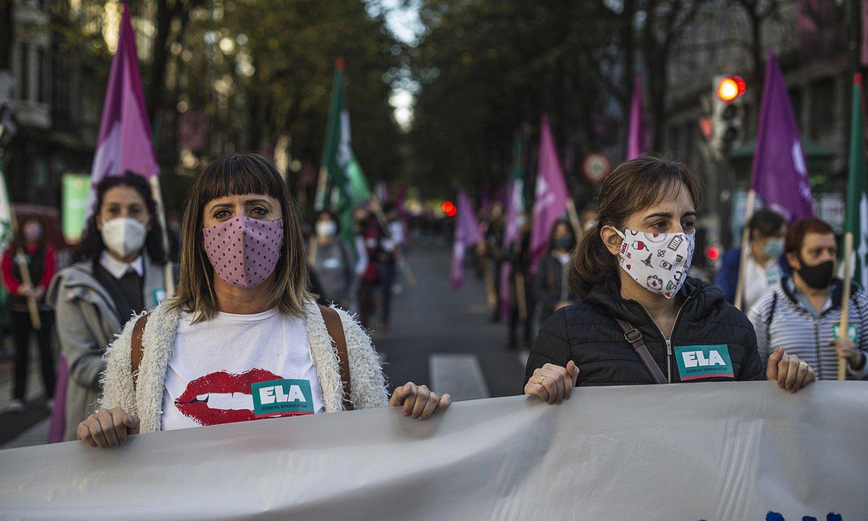 Zaintza sektoreko langileak, atzo, Bilbon egin zuten manifestazioan. ©ARITZ LOIOLA/ FOKU