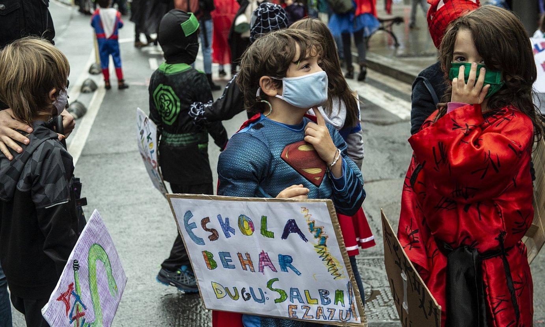 Haurrak Bilboko Atxuri eta Mujika ikastetxeek egindako protestan, ostegunean. ©MARISOL RAMIREZ / FOKU