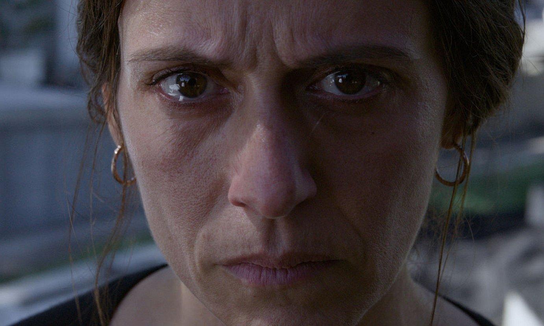 <em>Hil kanpaiak</em> filmaren fotograma bat; lehen planoan, Itziar Ituño aktorea. ©BERRIA