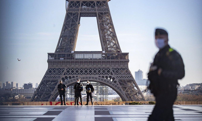 Frantziako polizia baten irudia, lausotua. ©IAN LANGSDON / EFE