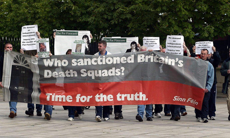 Sinn Feinen protesta bat Pat Finucaneren hilketa argitzeko eskatuz, 2004an. ©PETER MORRISON / EFE