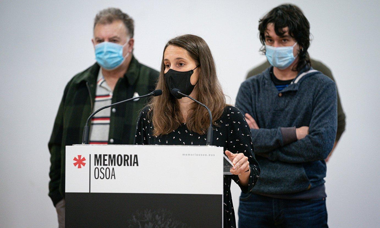 Terrorismoaren Biktimen Memoriarako Zentroa gaitzetsi, eta <em>Memoria osoa, bizikidetzaren alde</em> kanpaina aurkeztu zuten atzo hamahiru eragilek, Gasteizen.
