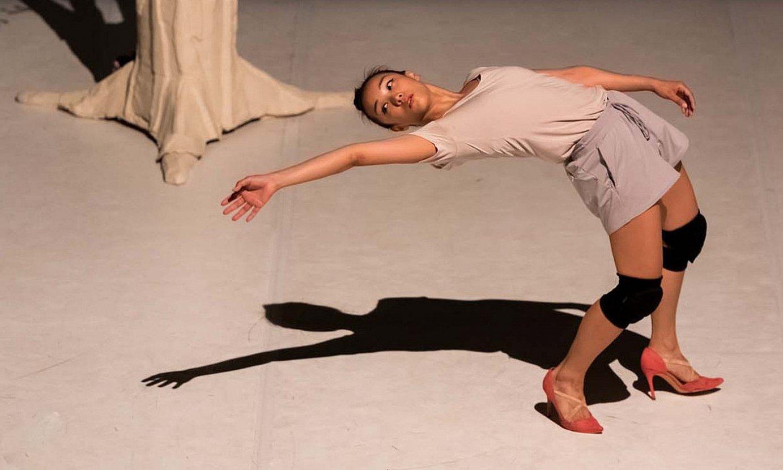 Mathilde Lin dantzaria, pieza dantzatzen. ©JEROME SARTRE