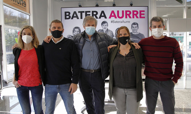 Miren Zabaleta, Arnaldo Otegi, Rafa Diez, Sonia Jacinto eta Arkaitz Rodriguez, asteartean egindako agerraldiaren ondoren. / MAIALEN ANDRES / FOKU
