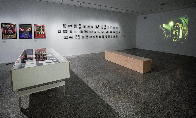 Askotariko bideo, argazki, dokumentu eta afixak ikus daitezke erakusketan. ©ENDIKA PORTILLO / FOKU