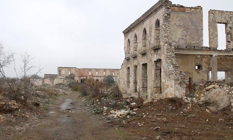 Aghdam herriko eraikin bat suntsituta, Azerbaijanen. Armeniarren esku geratu zen herria 1993an, Karabakh Garaiko lehen gerran. ©AITOR TXABARRI