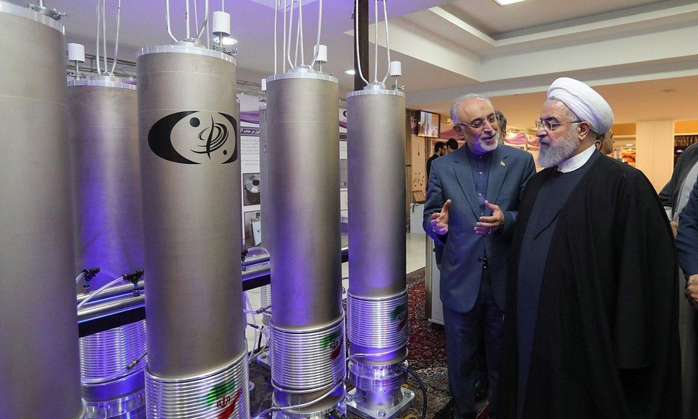 Hassan Rohani Irango presidentea, Teherango Ali Akbar Salehila teknologia nuklearreko gunea bisitatzen, 2019ko uztailean. ©EFE