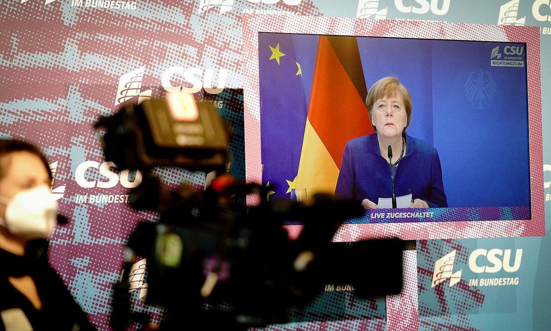Angela Merkel Alemaniako kantzilerra, atzo, bere alderdiaren ekitaldi batean. ©KAY NIETFELD / EFE