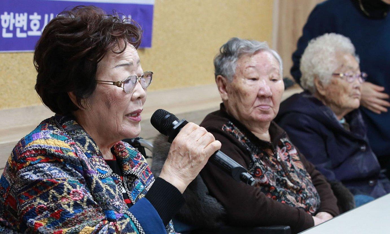 Japoniaren kontrako salaketa aurkeztu zuten emakumeetako bi. ©YONHAP / EFE
