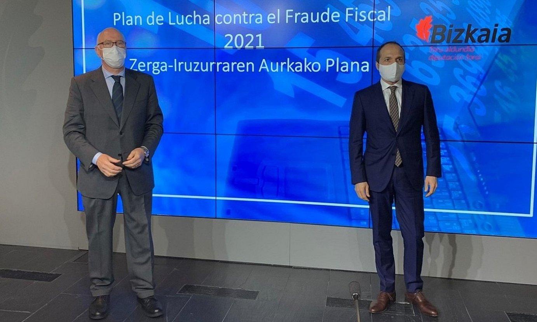 Jose Maria Iruarrizaga eta Iñaki Alonso, Bizkaiko Ogasuneko buruak, atzo. ©BFA