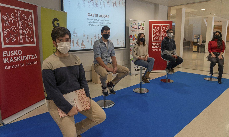 Ander Vizan, Juan Gutierrez, Maialen Olabe, Xalbat Alzugarai eta Leire Zabala, atzo, Irunen. ©ANDONI CANELLADA / FOKU