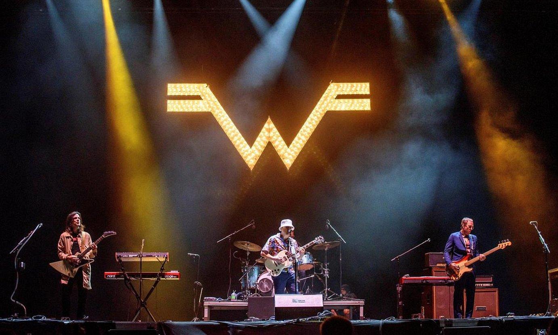 Weezer izan zen Bilbao BBK Live jaialdiko kartelburua 2019an. Irudian, kontzertu hartako une bat. ©JAVIER ZORRILLA / EFE