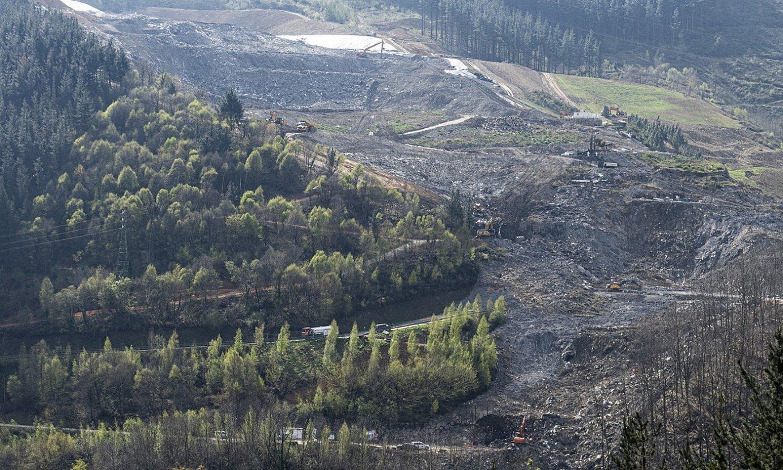 <b>Amilduta.</b> Zabortegiko luizian 500.000 tona zabor erori ziren guztira; hau da, instalazioaren %20. ©JON URBE / FOKU