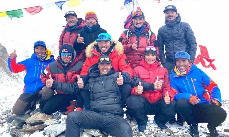 K2 mendia neguian igotzea lortu duen aurrenengo espediozoko kideak. ©SEVEN SUMMIT TREK
